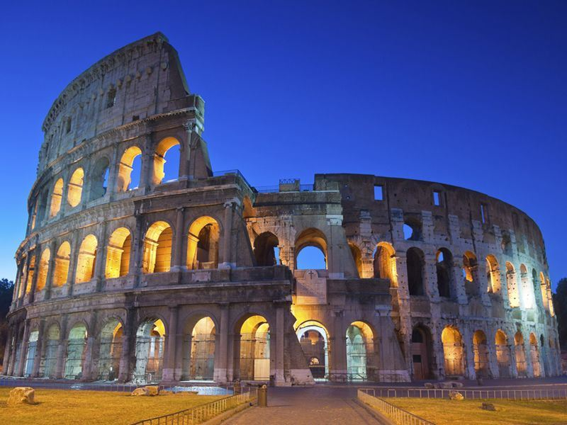 colosseum vs coliseum Смотреть видео games in the colosseum the roman coliseum was an engineering marvel designed to seat close to 75,000 people.